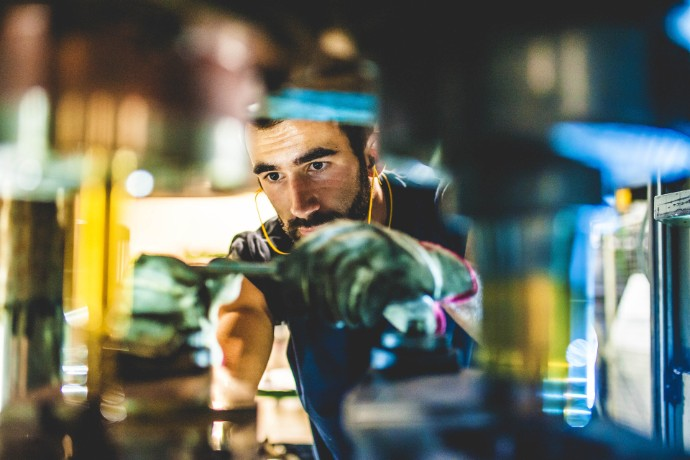 Miten Advanced Manufacturing -toimialan johtavat yritykset vastaavat markkinoiden muutoksiin