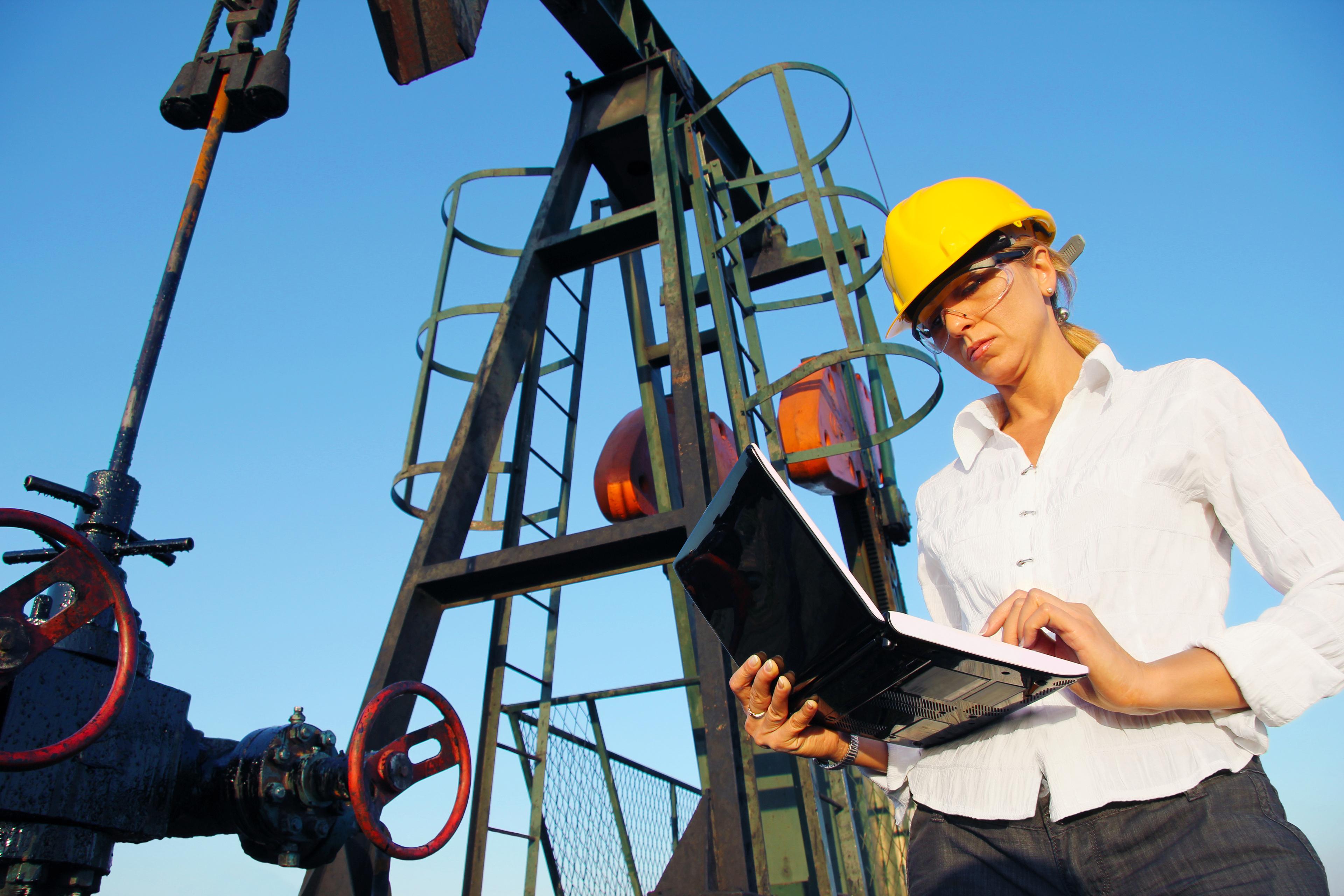 народ, фото рабочего дня на нефтяном предприятии один