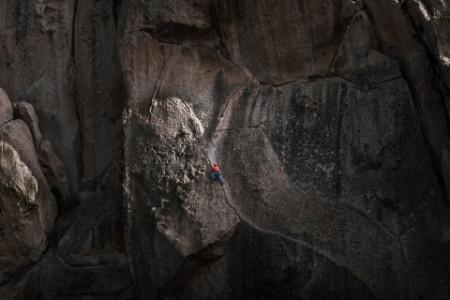 Tradisjonell klatring i Little Egypt, Biskop, California, USA