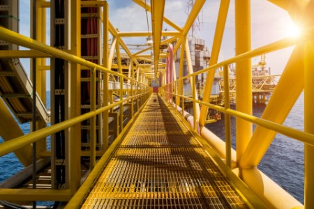 Oil and gas industrial platform walk way