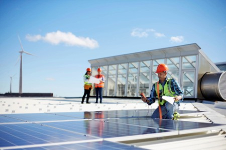 roof solar panels workpeople