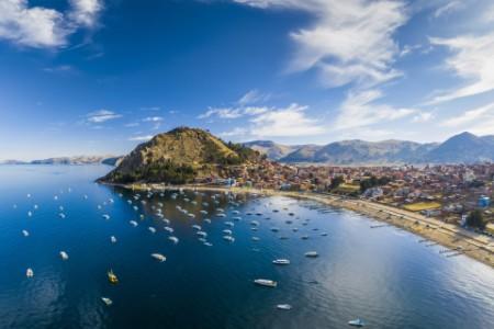 Panoramic view of Titicaca lake