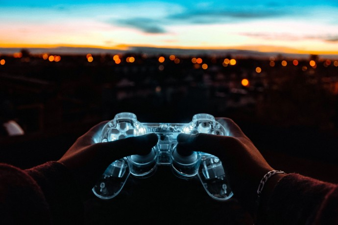 EY survey reveals video gaming industry at tipping point as new competitive pressures intensify battle for market share