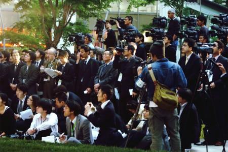 crowd press photographers