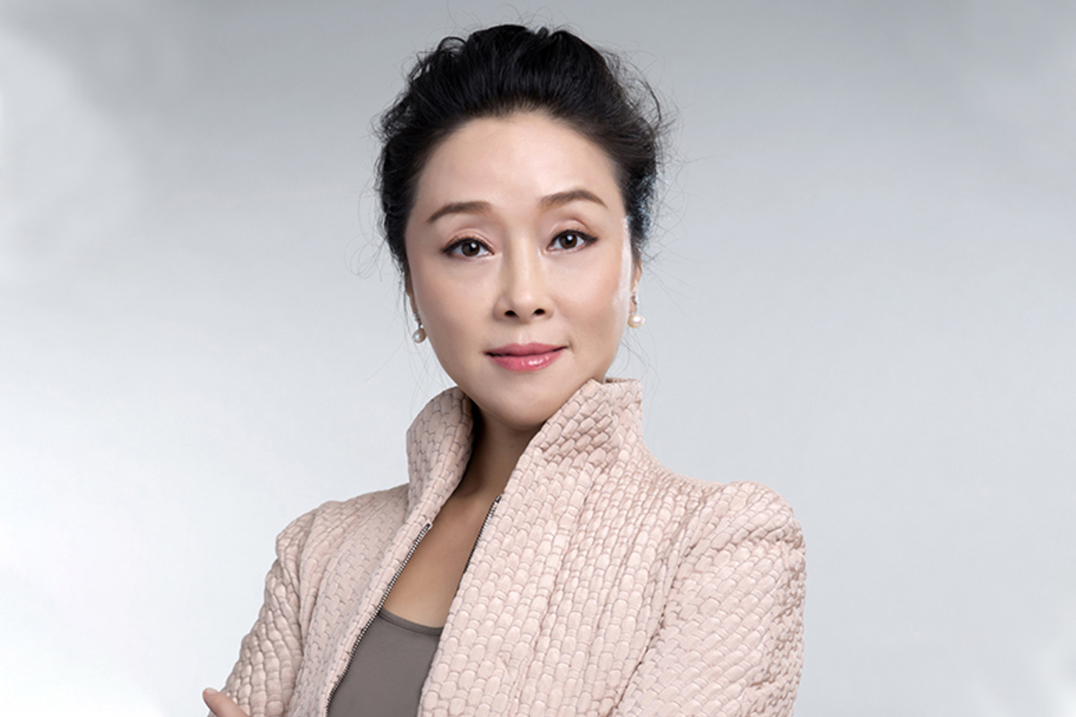 Photographic portrait of  Katherine (Xiaojuan) Zheng