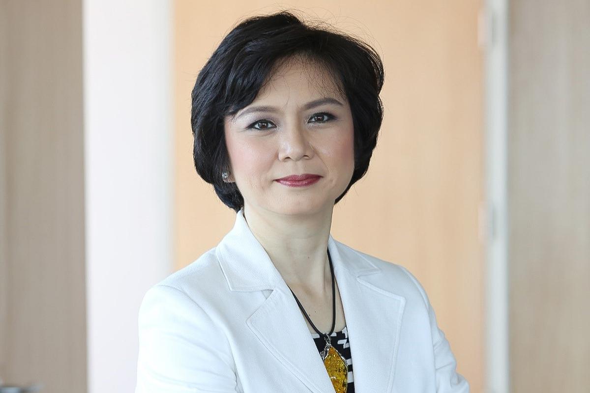 Photographic portrait of Esther Go