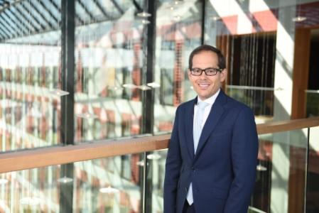 A photographic portrait of Fernando Longares