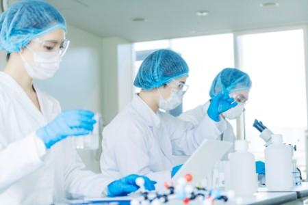 Zijn vaccinfabrikanten operationeel klaar voor de massaproductie van COVID-19-vaccins?
