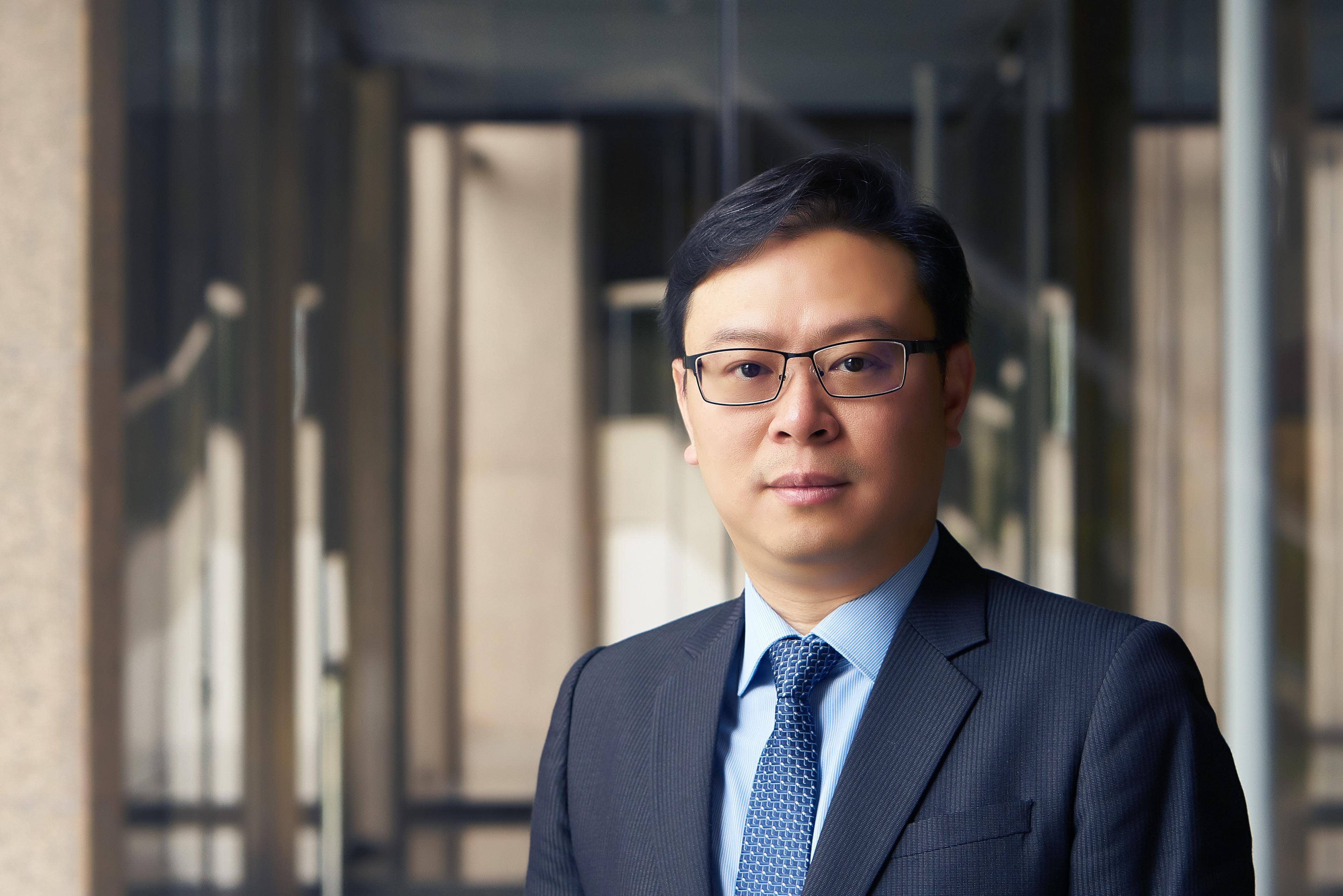 Photographic portrait of Hans Chen