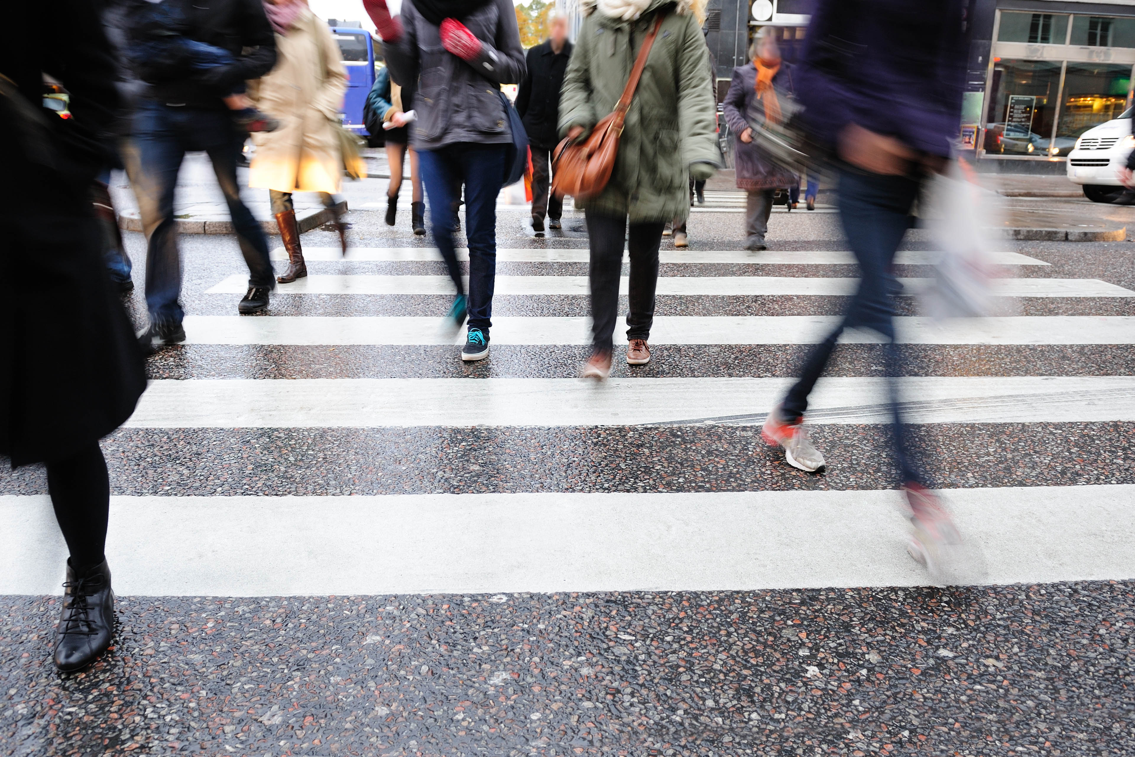 EY - Crowd on pedestrian crossing
