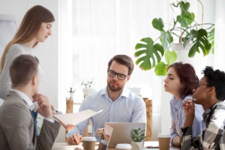ey-group-coworkers-meeting