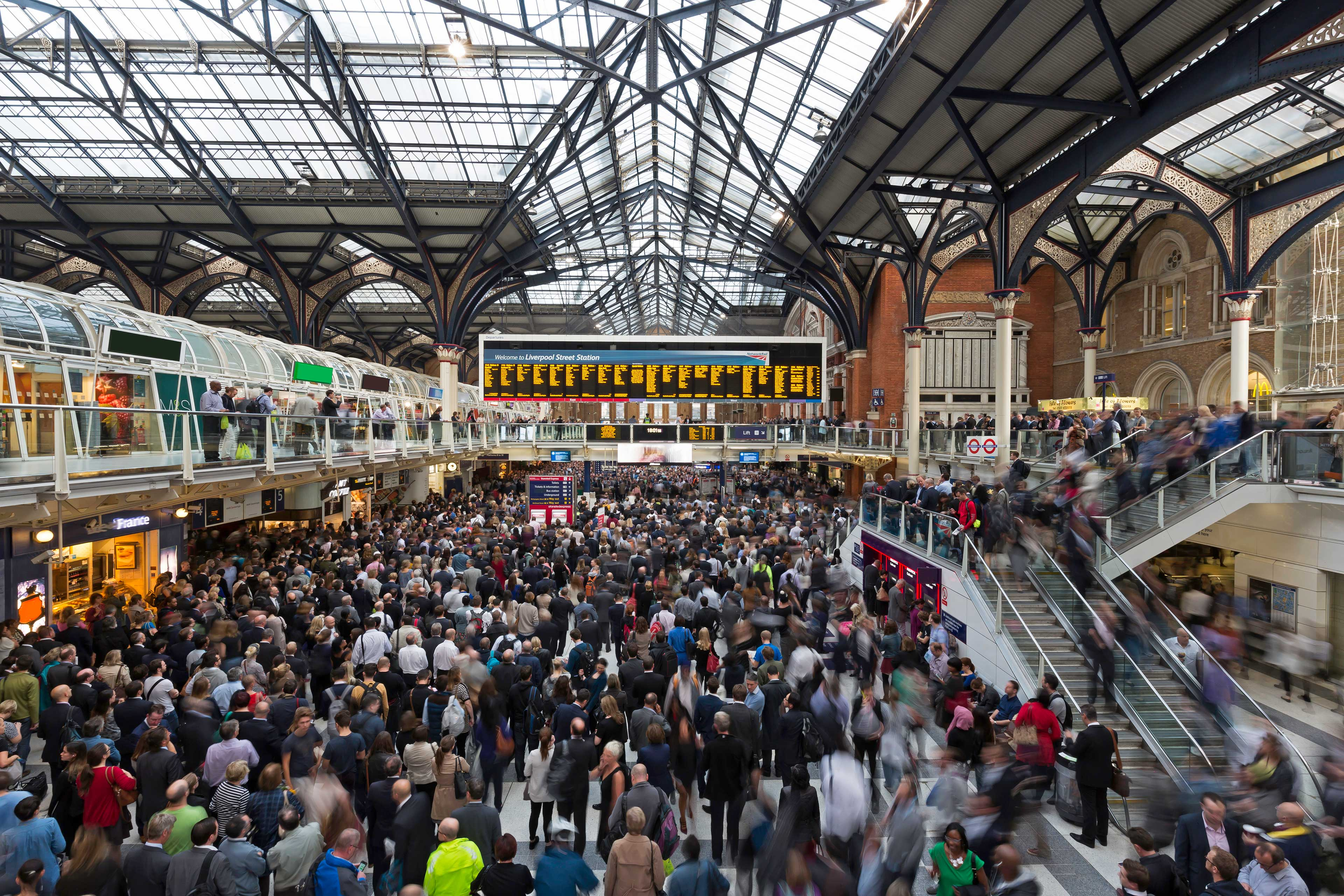 EY - Crowd on Liverpool Street station concourse, London