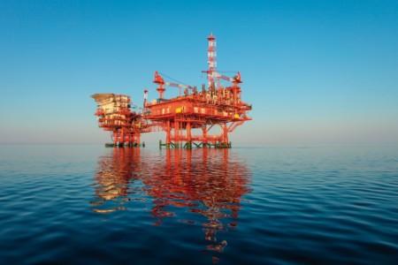 Red-oil-rig-platform-on-calm-blue-sea