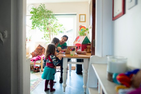 parents-working-from-home-and-homeschooling-during-covid19