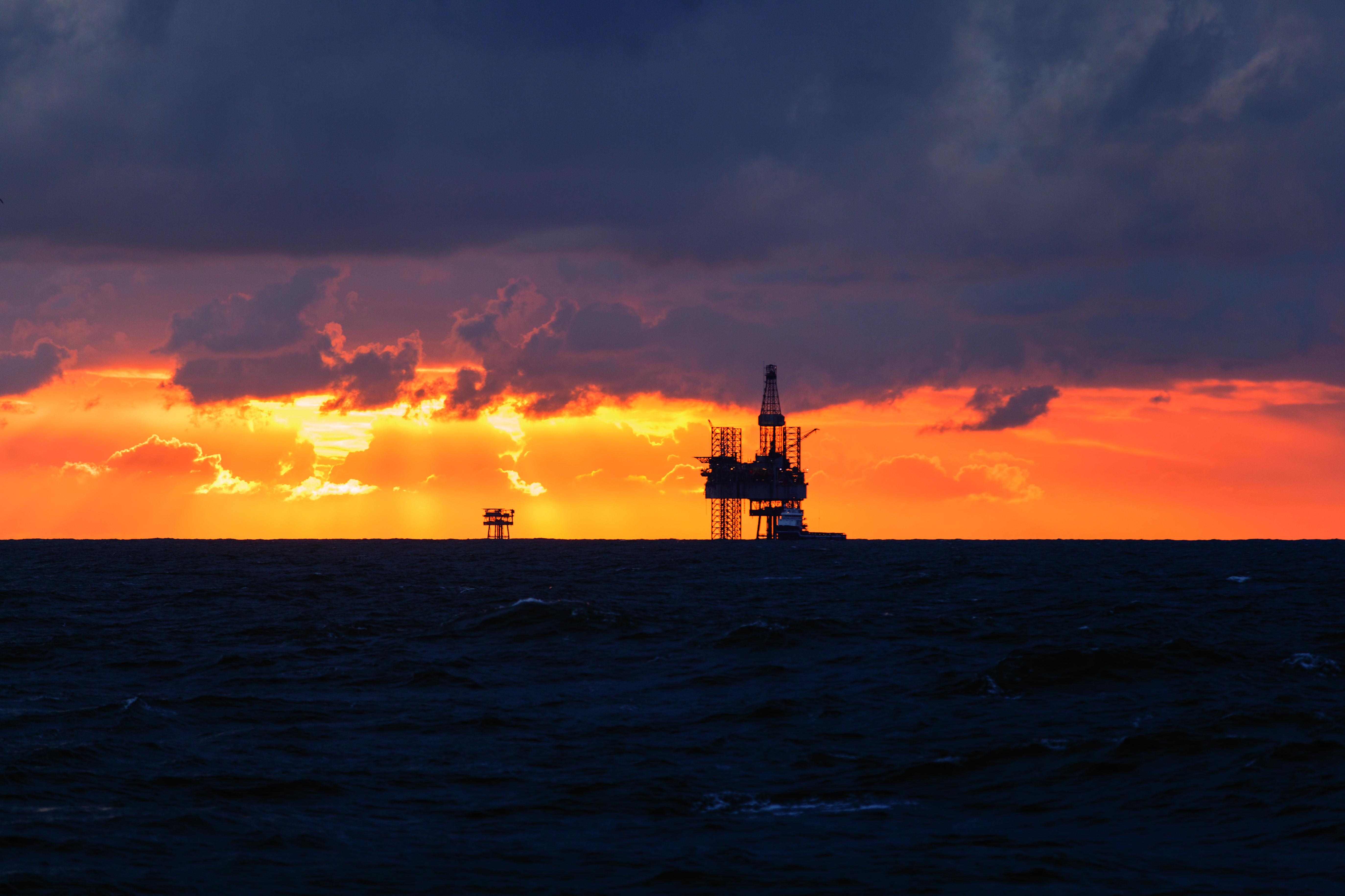 oilrig_with_a_sunset