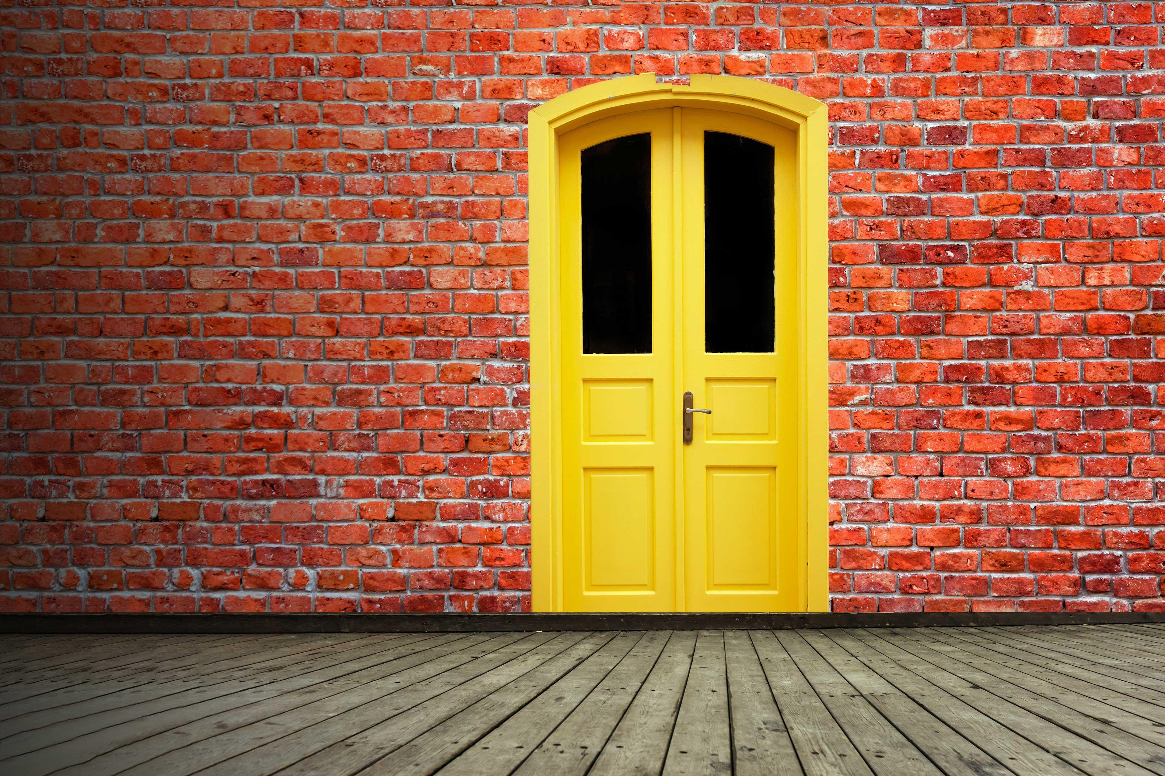 EY - Yellow door