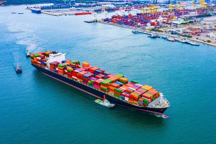 EY: Οι προοπτικές της Ελλάδας ως παγκόσμιου ναυτιλιακού και διαμετακομιστικού κέντρου