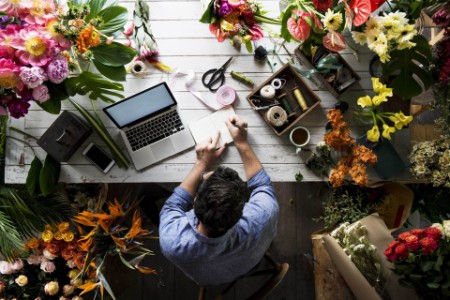 EY - Flower shop business owner working service