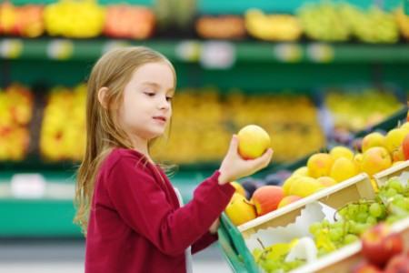 EY - Little girl choosing an apple