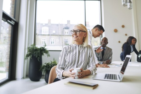 ey-smiling-young-businesswoman-working-in-office