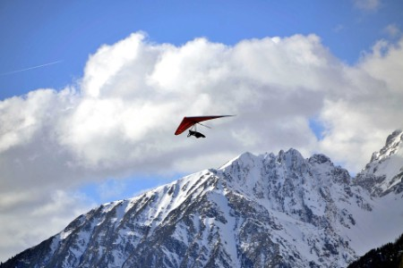 EY - Hang glider just after launch