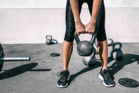 EY - Kettlebell weightlifting athlete
