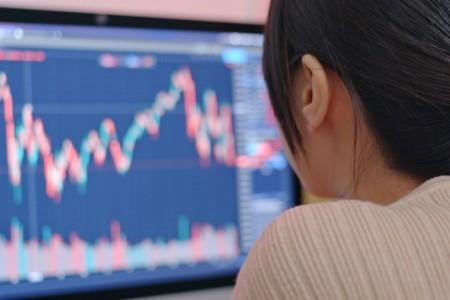 EY - Woman study the stock market data