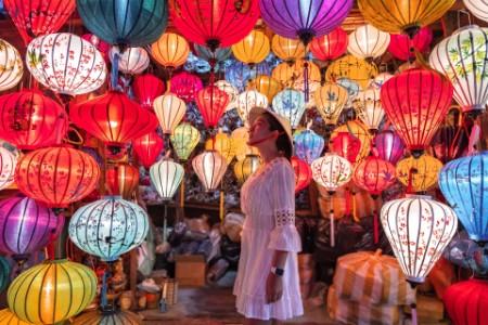 ey-woman-looking-at-lanterns
