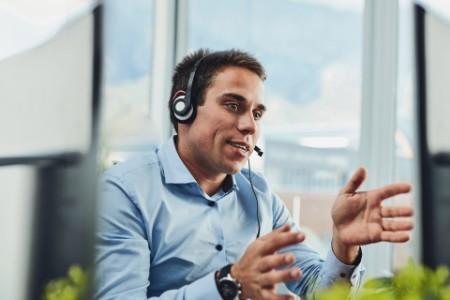 EY - Hispanic man working in call center