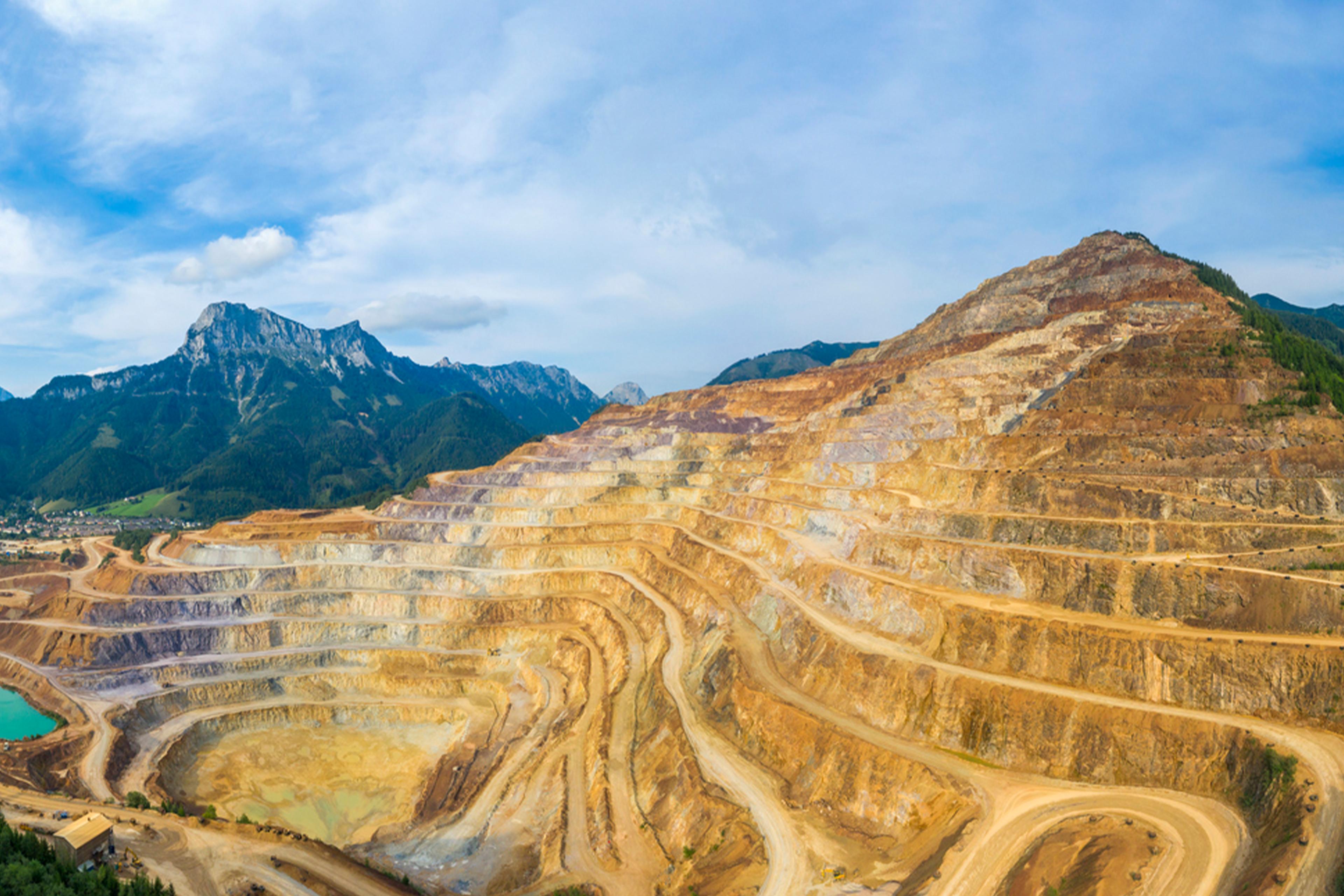 world mining data 2021