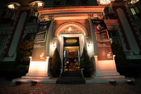 Entrada Four Seasons