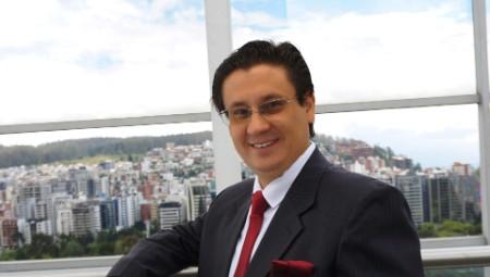 Retrato fotográfico de Carlos Cazar