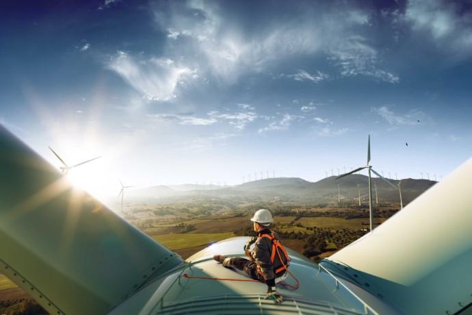 España se afianza entre los diez principales países para la inversión en renovables