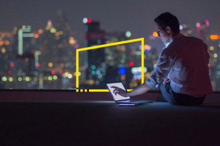 ey-business-man-working-late-on-rooftop-static