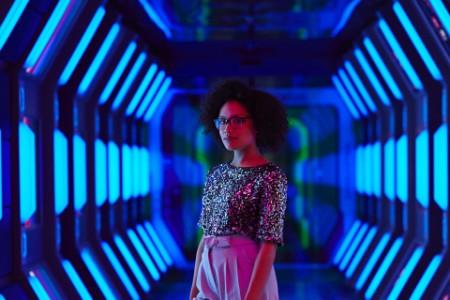 ey-businesswoman-futuristic-office-corridor