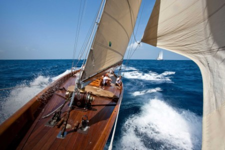 ey-racing-onboard-classic-yacht