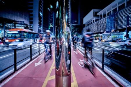 ey-bike-line-and-traffic-city-night