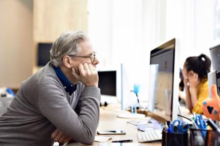 ey-businessman-looking-desktop-computer