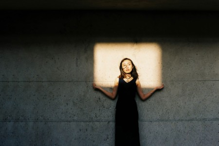 ey-portrait-of-a-woman-holding-a-square-of-light-v3