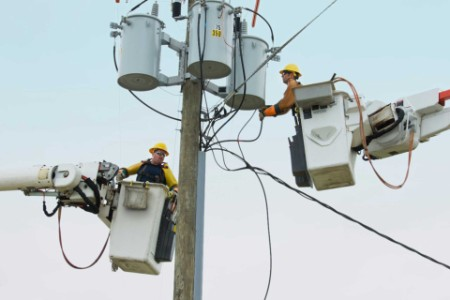ey-men-working-with-electricity