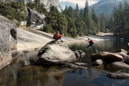 ey-mother-photographing-daughter-by-emerald-pool-above-vernal-falls-yosemite