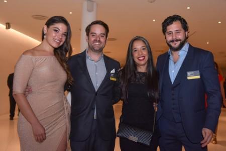 Yessika Lucuara, Laylah García, Daniel Defossey y Roberto Luna, de Pinche Gringo BBQ, finalistas En desarrollo