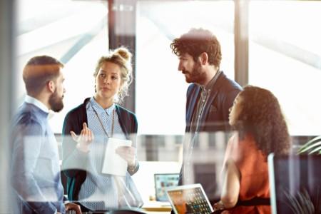 Onko onnistuneen uudistamishankkeen keskiössä järjestelmä vai liiketoiminnan prosessit ja parantunut asiakaskokemus?