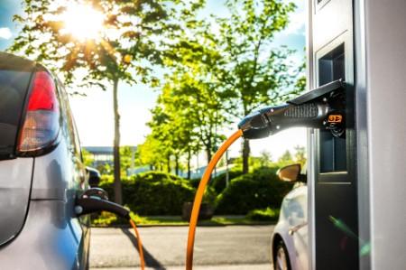 Le parc de bornes de recharge, indispensable au développement de la voiture électrique, apparaît sous-dimensionné en Europe