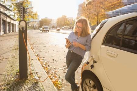 E-mobilité : la ruée vers l'électrique en 4 questions