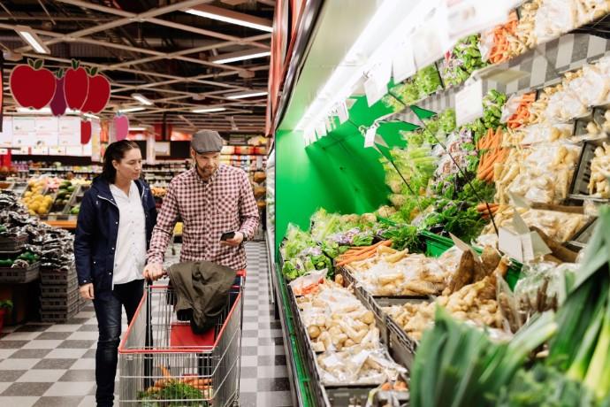 Még mindig felhalmoznak az olcsó termékekből a fogyasztók