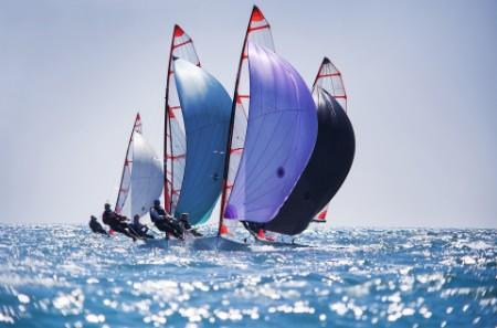 team regatta sailing ship