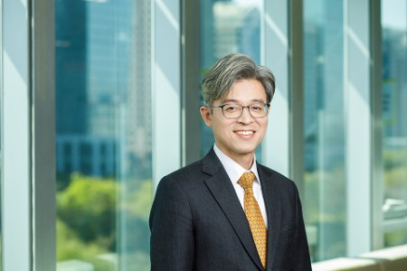 Photographic portrait of  Changyong Shim
