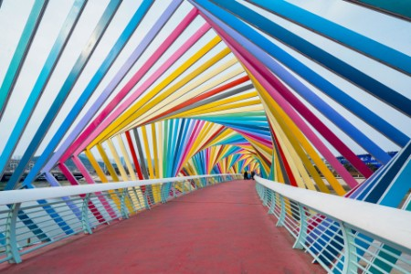 ey-family-poses-on-the-rainbow-bridge-qingdao-city