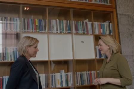 Rianne Letschert (rector magnificus aan de Maastricht University) in gesprek met Marijn van Beek (EY)